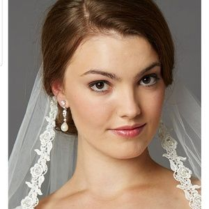Special Occasion sparkly bride wedding earrings